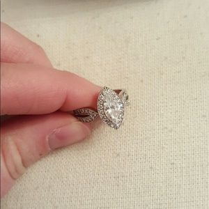 Marquis Engagement Ring 💍